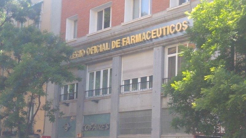 Colegio farmaceuticos Letras corpóreas de latón
