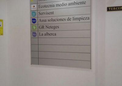 Directorio para oficinas, con sistema modular, rotulado con vinilo de corte e impreso