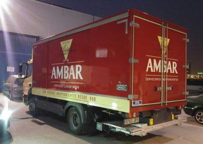 Rotulación de camión Ambar con vinilo de corte polimérico, y vinilo reflectante 3M.