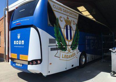 Visual trasera y lateral rotulación integral autobús para el Leganés
