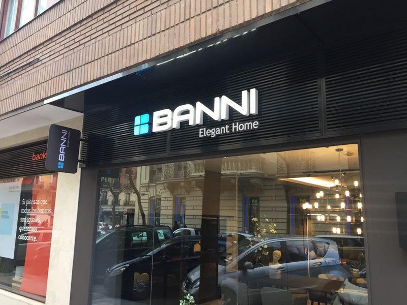 banni acabado Letras corpóreas de aluminio