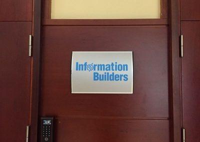 Directorio de oficinas curvo con vinilo impreso laminado y troquelado Directorios para empresas, oficinas y comunidades